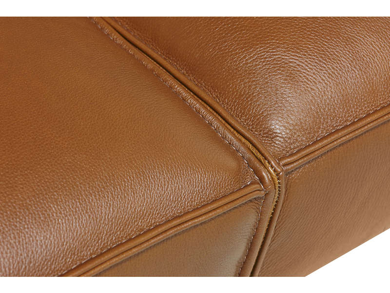 canapé en cuir droit chocolat 3 places aux pieds en métal et au style vintage